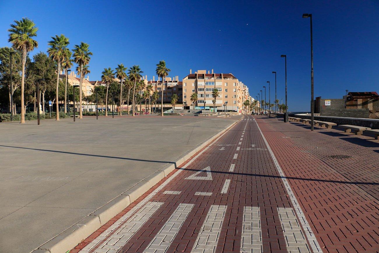 Carril bici en La Rambla Paseo marítimo de Almería