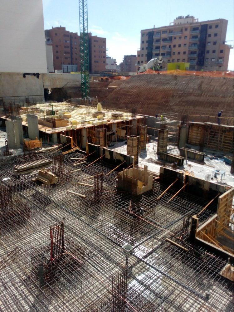 82 viviendas local garajes trasteros y piscina en c for Piscina santa teresa albacete