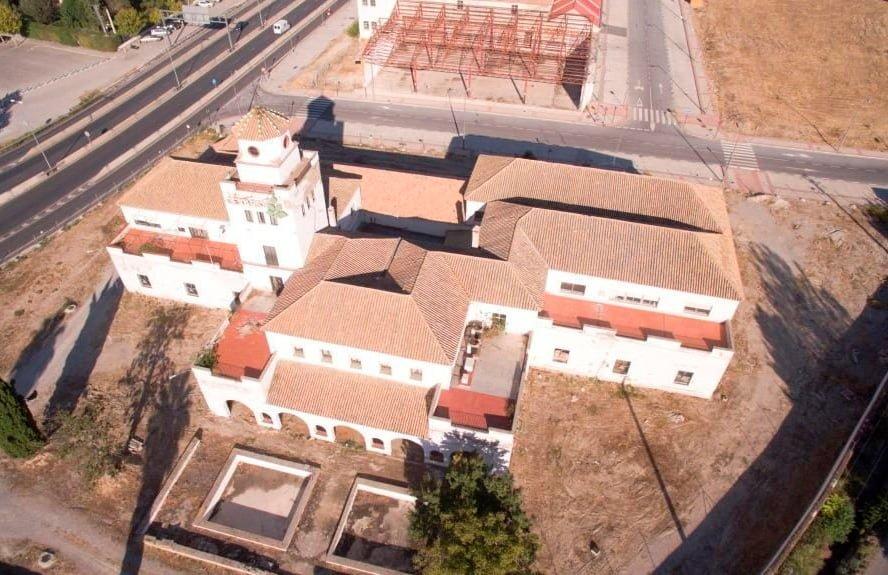Rehabilitación edificio del cortijo Puerta Granada