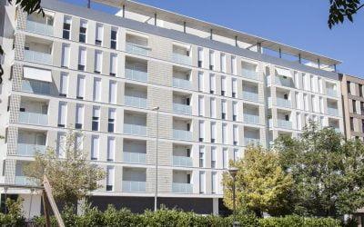 82 viviendas, local, garajes trasteros y piscina en Jimena en Granada