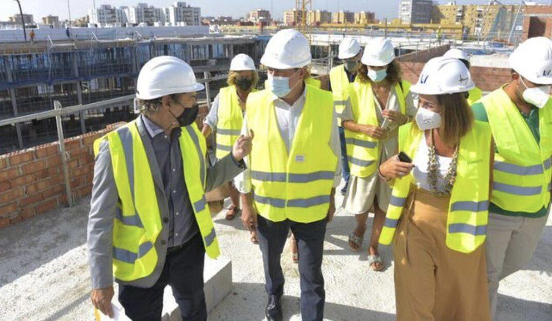 El Alcalde de Sevilla visita las obras de Cisneo Alto