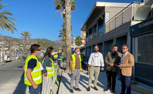 El delegado de Turismo visita las obras que acomete Vialterra en el paseo Andrés Segovia en La Herradura